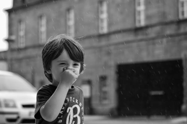 vaikas nosis pastatas