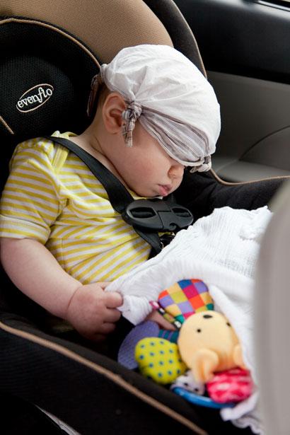 vaikas automobilio kedute